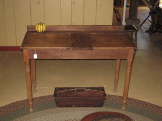 Desk1011.jpg
