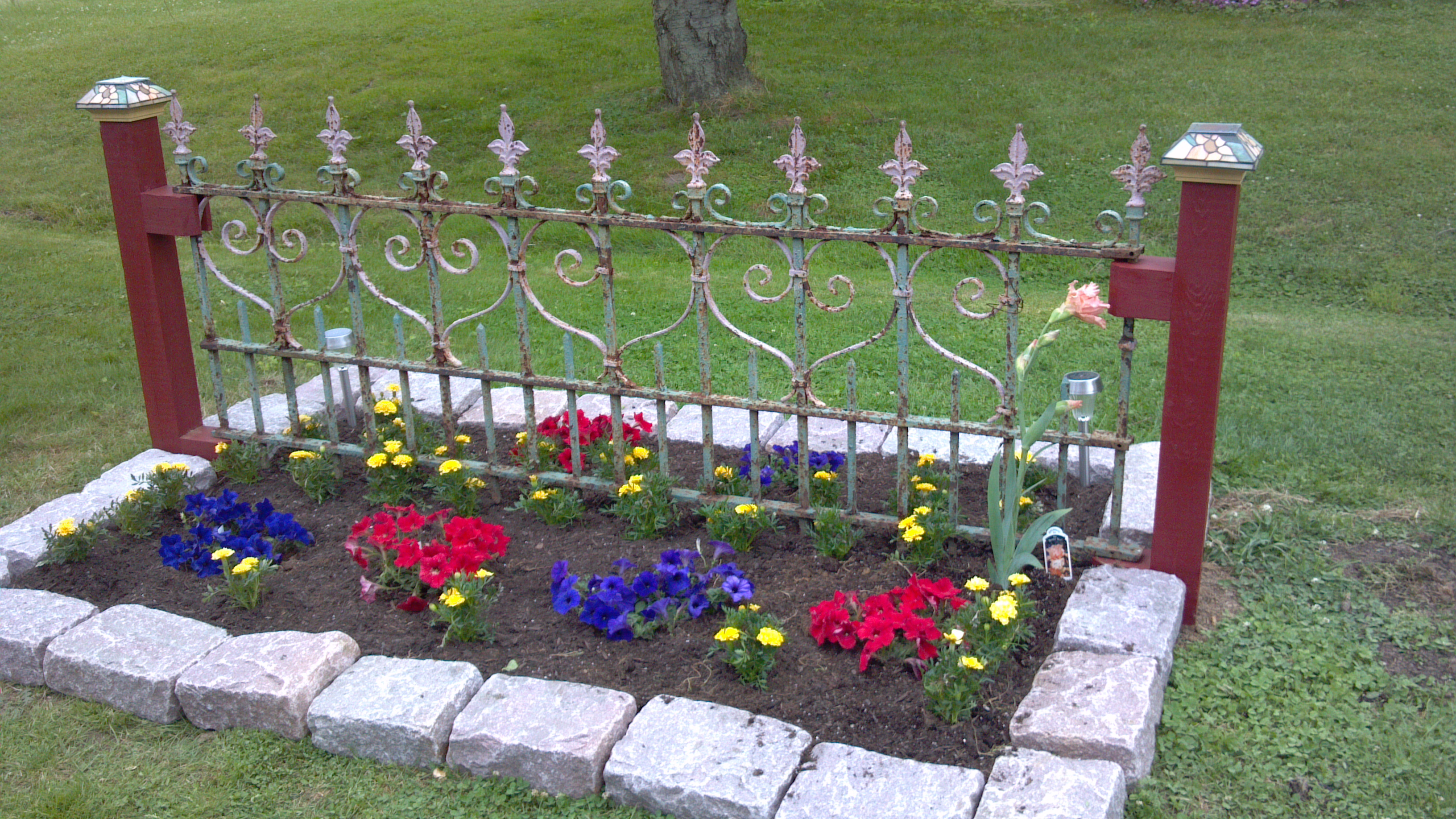 She And Her Husband Mounted The Gate To 2 Posts And Surrounded The Garden  Plot With Nice Blocks To Trim Out ...