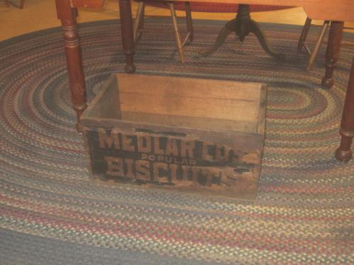 A.J. Medlar Co. Fairmount Ave. Biscuit Box