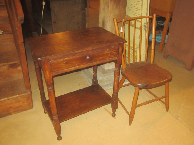 Early One Drawer Stand