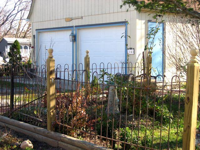 Sheldon Strober's Garden Surround